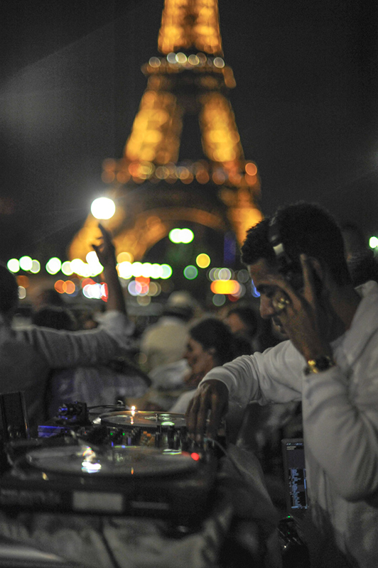 Secret White Party in Paris under the Eiffel Tour  (54)