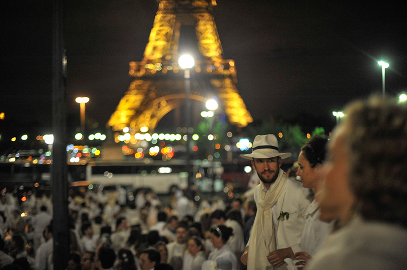 Secret White Party in Paris under the Eiffel Tour  (53)