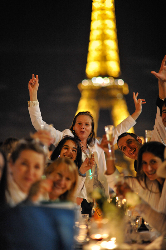 Secret White Party in Paris under the Eiffel Tour  (51)