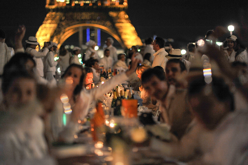 Secret White Party in Paris under the Eiffel Tour  (48)