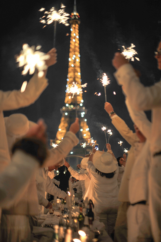 Secret White Party in Paris under the Eiffel Tour  (38)