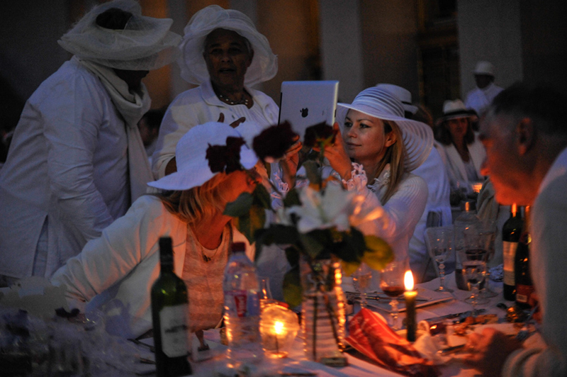 Secret White Party in Paris under the Eiffel Tour  (30)
