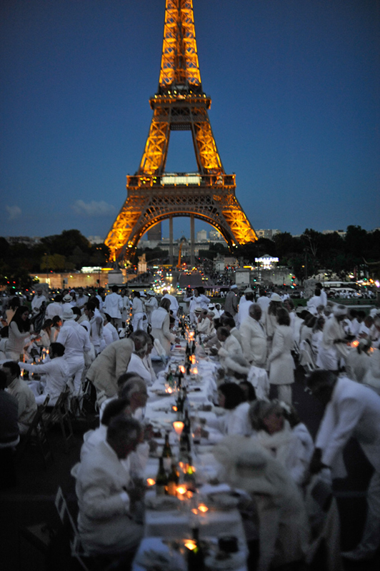 Secret White Party in Paris under the Eiffel Tour  (29)