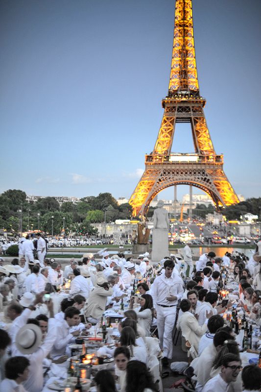 Secret White Party in Paris under the Eiffel Tour  (27)