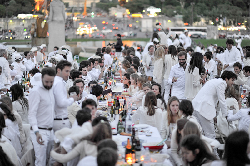 Secret White Party in Paris under the Eiffel Tour  (26)