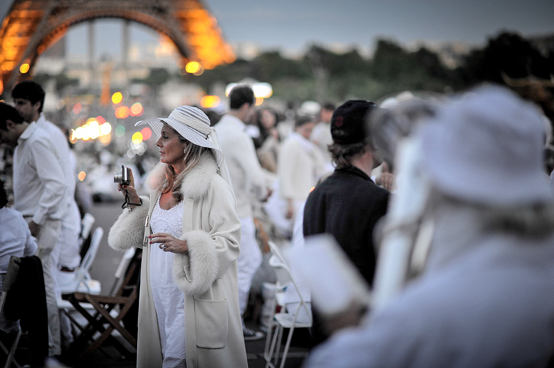 Secret White Party in Paris under the Eiffel Tour  (25)