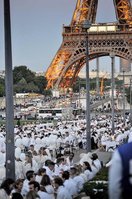 Secret White Party in Paris under the Eiffel Tour  (21)