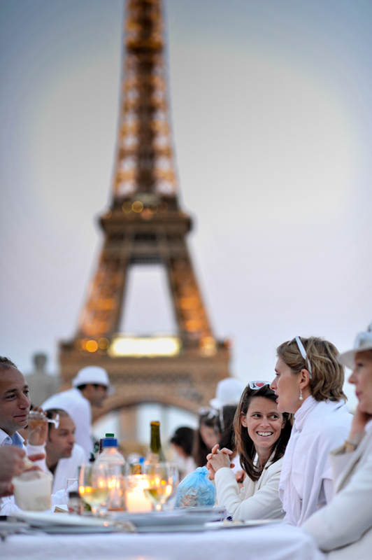 Secret White Party in Paris under the Eiffel Tour  (18)
