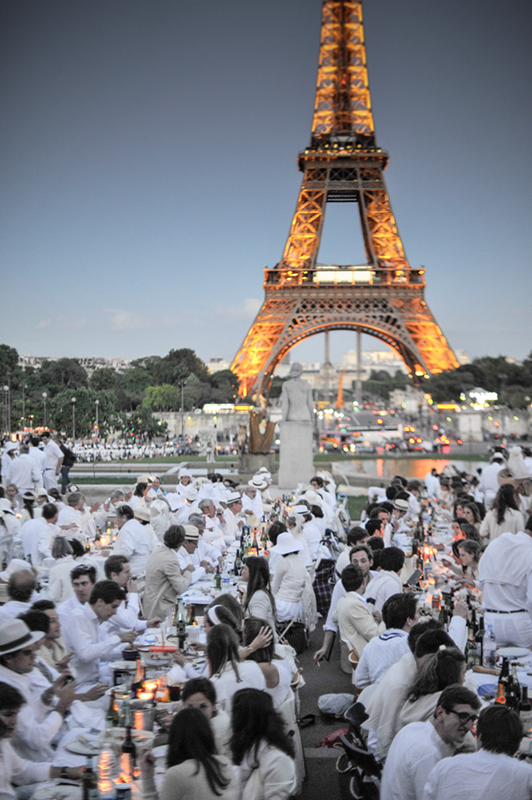 Secret White Party in Paris under the Eiffel Tour  (16)