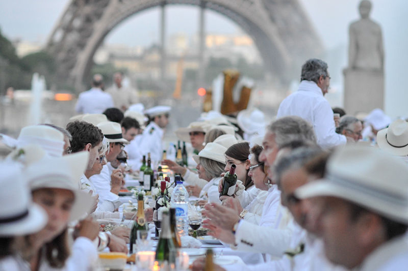 Secret White Party in Paris under the Eiffel Tour  (13)