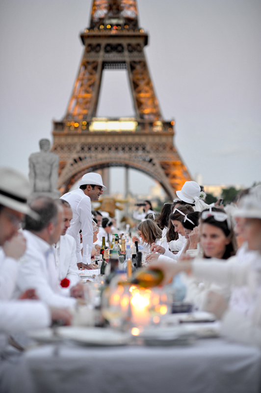Secret White Party in Paris under the Eiffel Tour  (12)