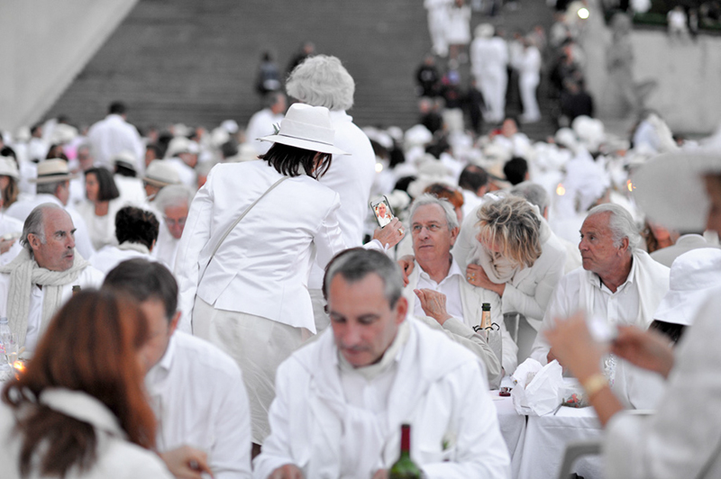 Secret White Party in Paris under the Eiffel Tour  (11)