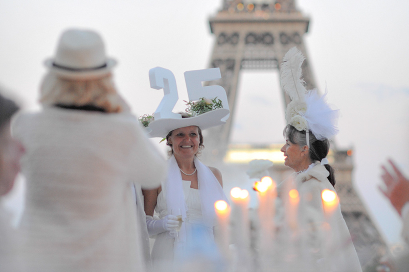 Secret White Party in Paris under the Eiffel Tour  (6)