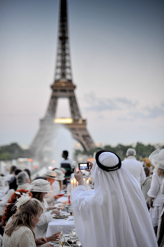 Secret White Party in Paris under the Eiffel Tour  (5)