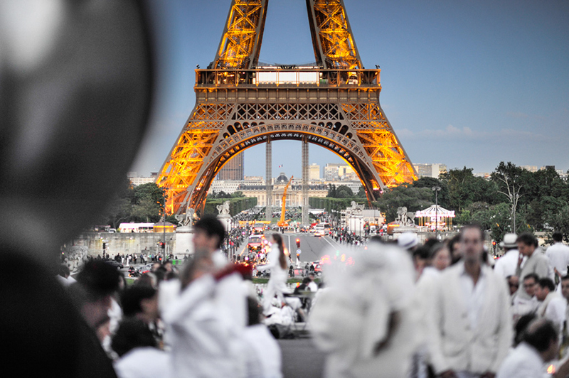 Secret White Party in Paris under the Eiffel Tour  (2)
